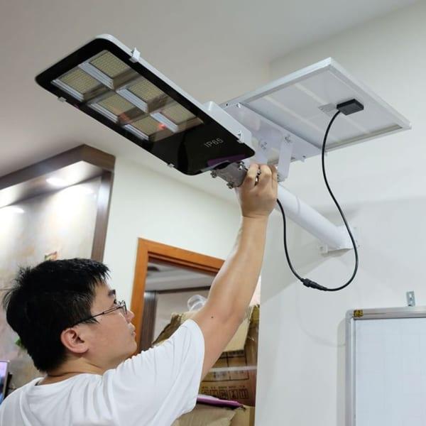 Đèn đường năng lượng mặt trời 300W bàn chải - viti smart