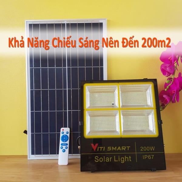 Chiếu sáng 200m2 đèn pha led 200W năng lượng mặt trời