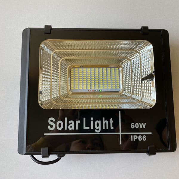 Chi Led Đèn pha năng lượng mặt trời 60W solar Light