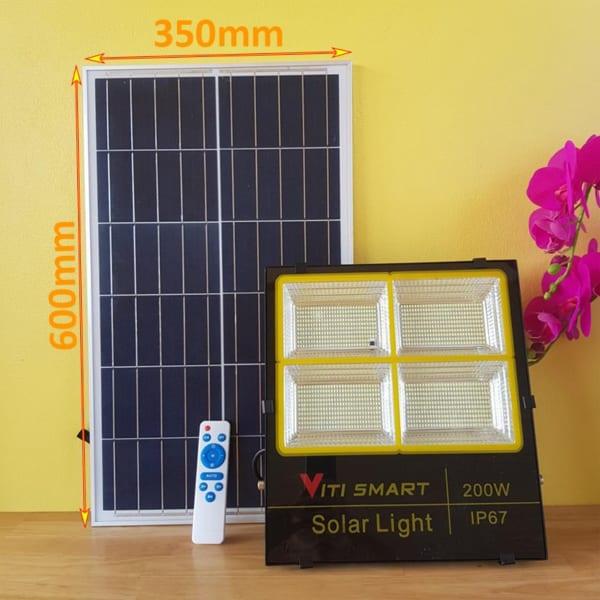 Tấm Pin kích thước lớn của đèn pha 200W solar light
