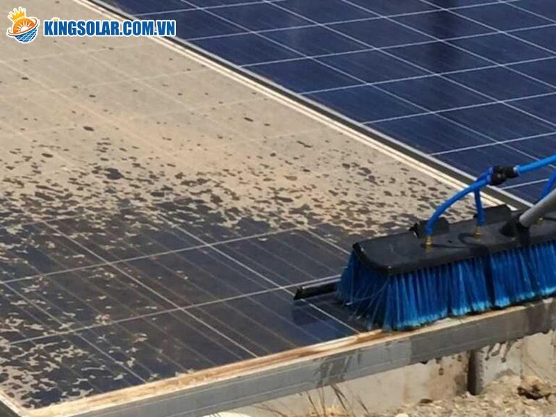 Không vệ sinh tấm pin năng lượng mặt trời