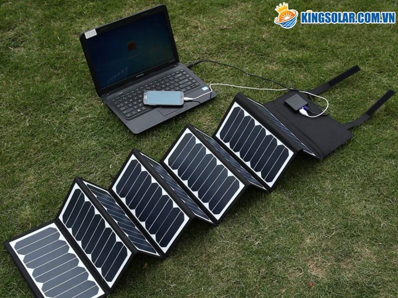 laptop chạy bằng năng lượng mặt trời