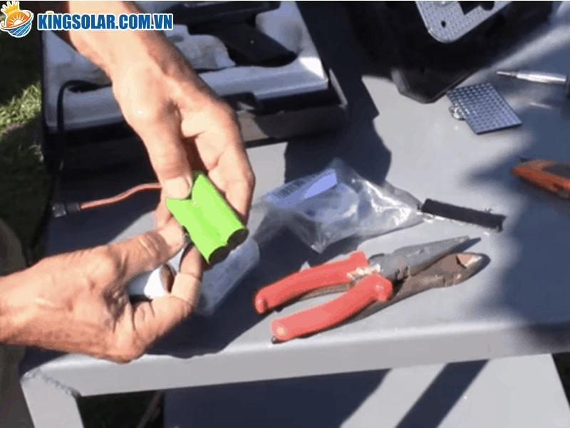 tại sao cần thay pin cho đèn năng lượng mặt trời