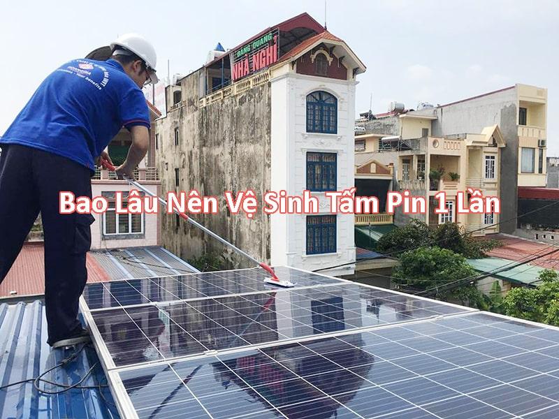 bao lâu thì nên vệ sinh tấm pin năng lượng mặt trời một lần
