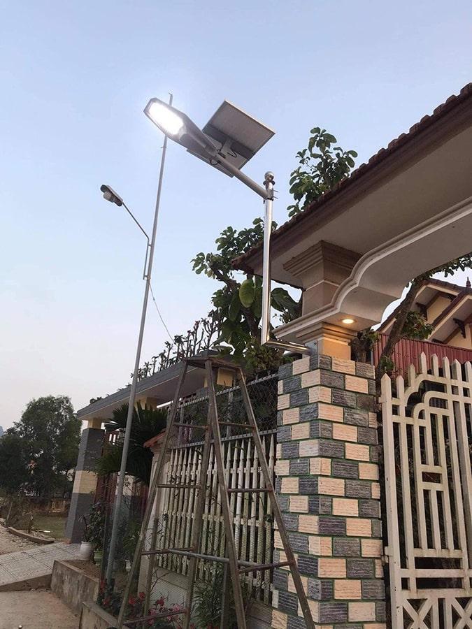 Đèn năng lượng mặt trời 400w chiếu sáng cổng