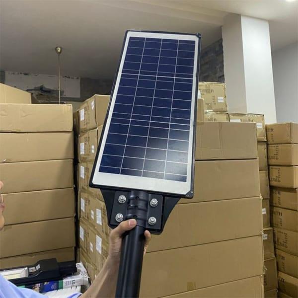 Mặt sau đèn đường năng lượng mặt trời 200W pin rời