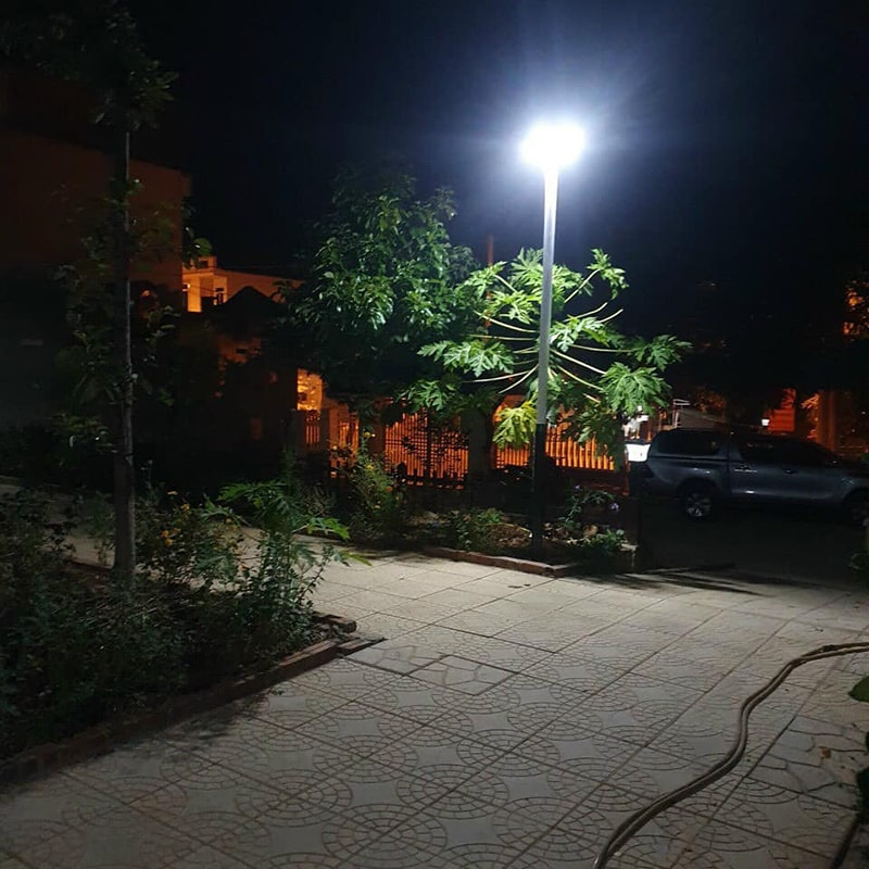 đèn chiếu sáng sân vườn năng lượng mặt trời