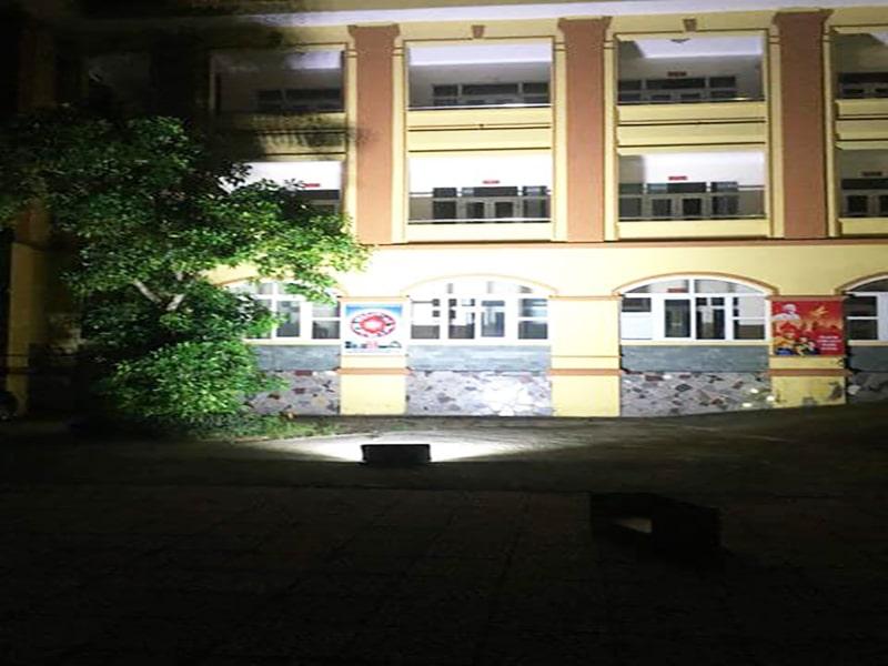đèn năng lượng chiếu sáng trường học