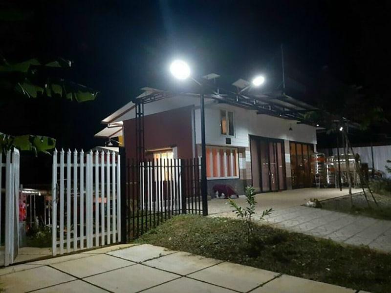đèn năng lượng mặt trời chiếu sáng sân cổng