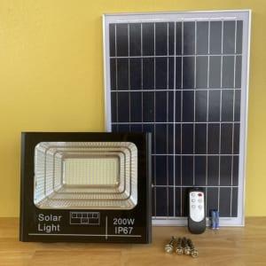 đèn chiếu sáng năng lượng mặt trời 200w