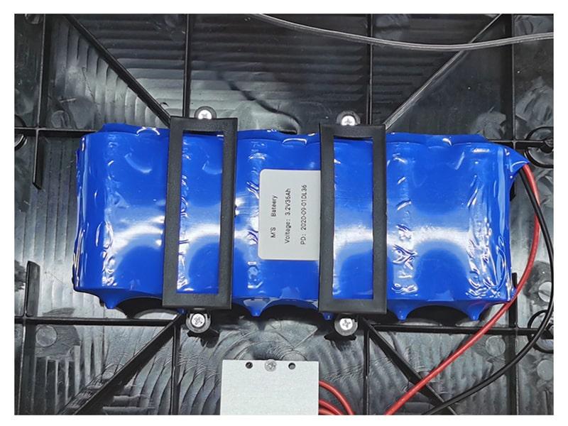 dung lượng pin đèn năng lượng mặt trời UFO
