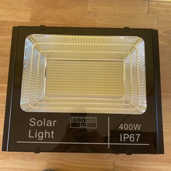 mặt trước đèn pha năng lượng mặt trời 400w